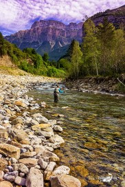 The Picture: The angler and the mountain = Peace
